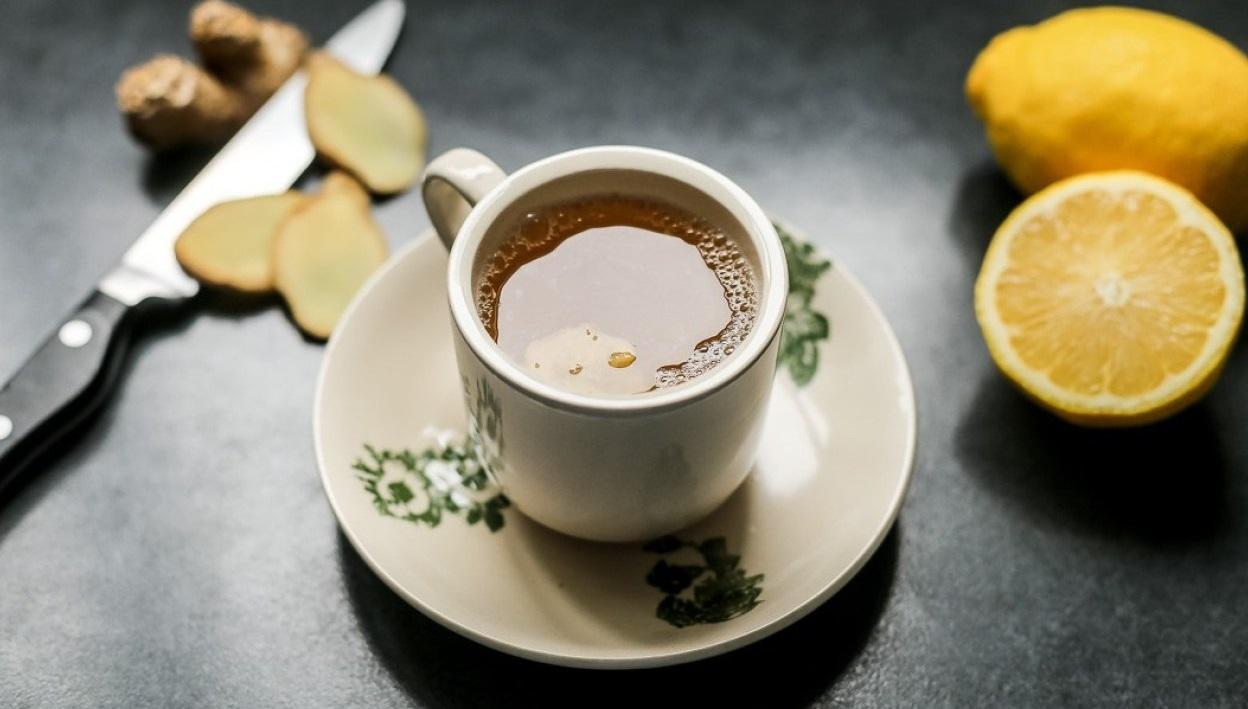 salabat-tea-drinking